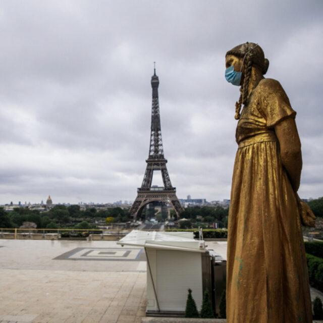 statua-mascherina-tour-eiffel