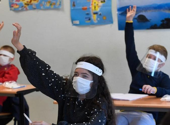 bambini-a-scuola-con-mascherina
