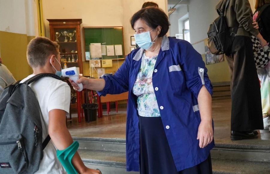 febbre-misurata-a-scuola
