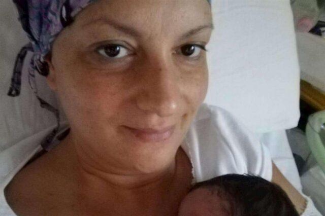 mamma-con-figlia-sul-petto-ospedale