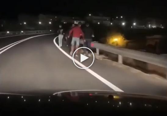migranti-fuga-statale-villa-sikania