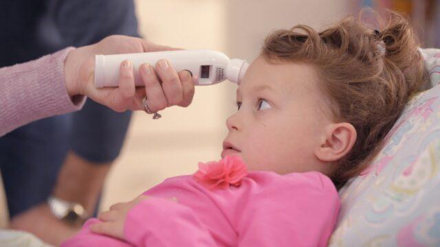 misurazione-temperatura-bambina
