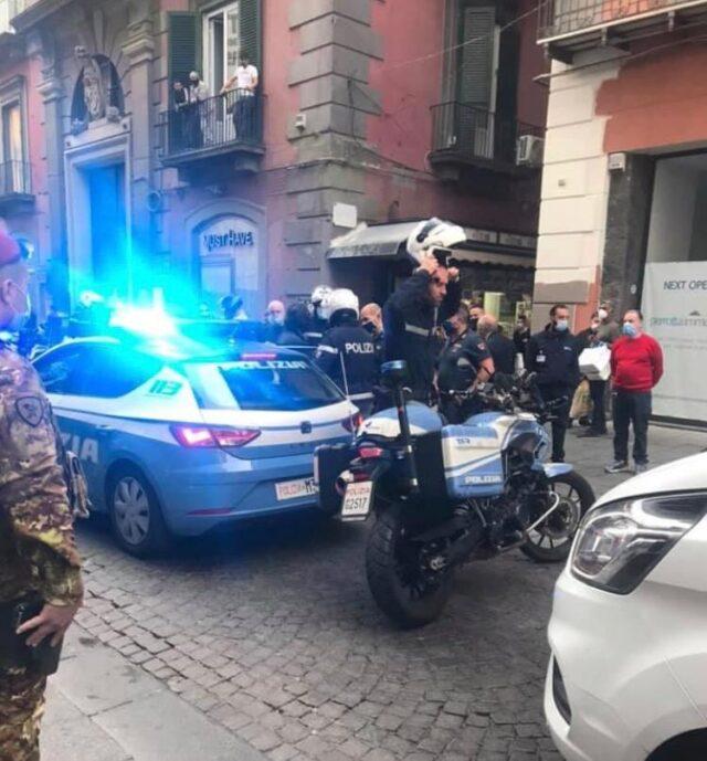 napoli-polizia-via-toledo