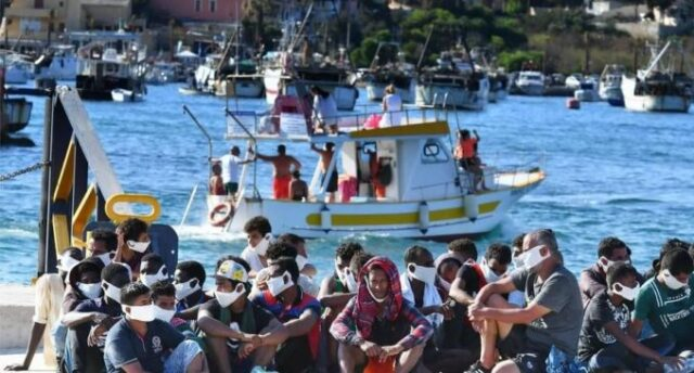 sbarchi-migranti-mascherina