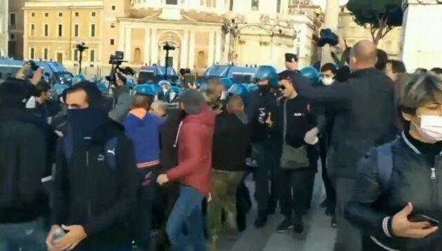 manifestazione-protesta-roma-piazza-venezia-15-novembre-2020