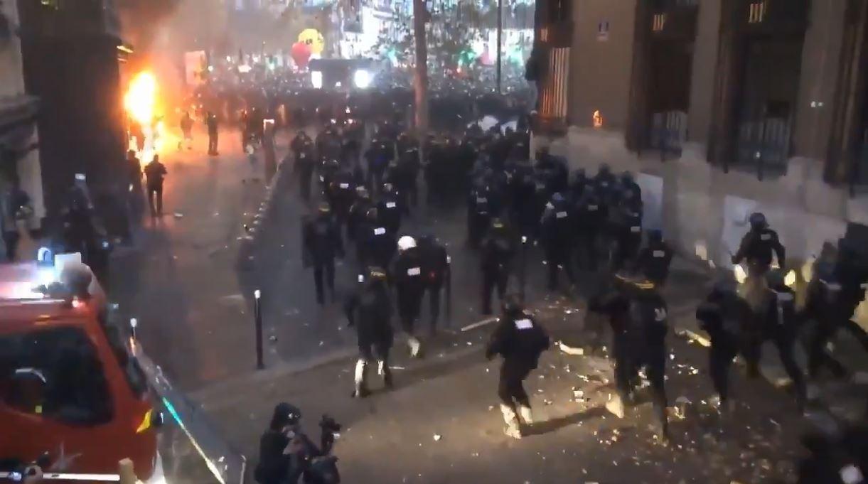 marcia-libertà-parigi-scontri