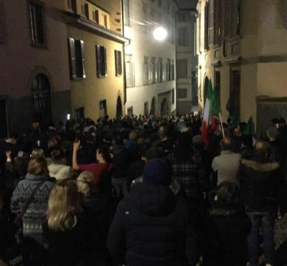 proteste-bergamo-casa-sindaco-gori