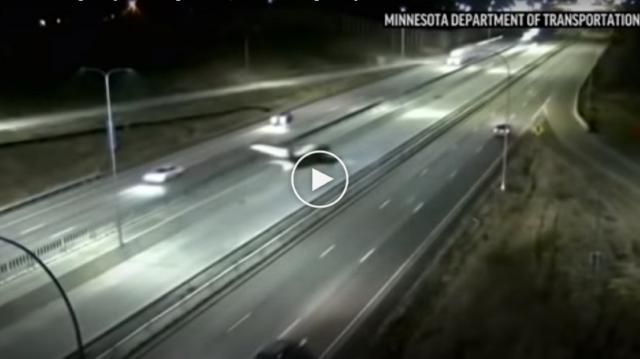 aereo-atterra-autostrada-video