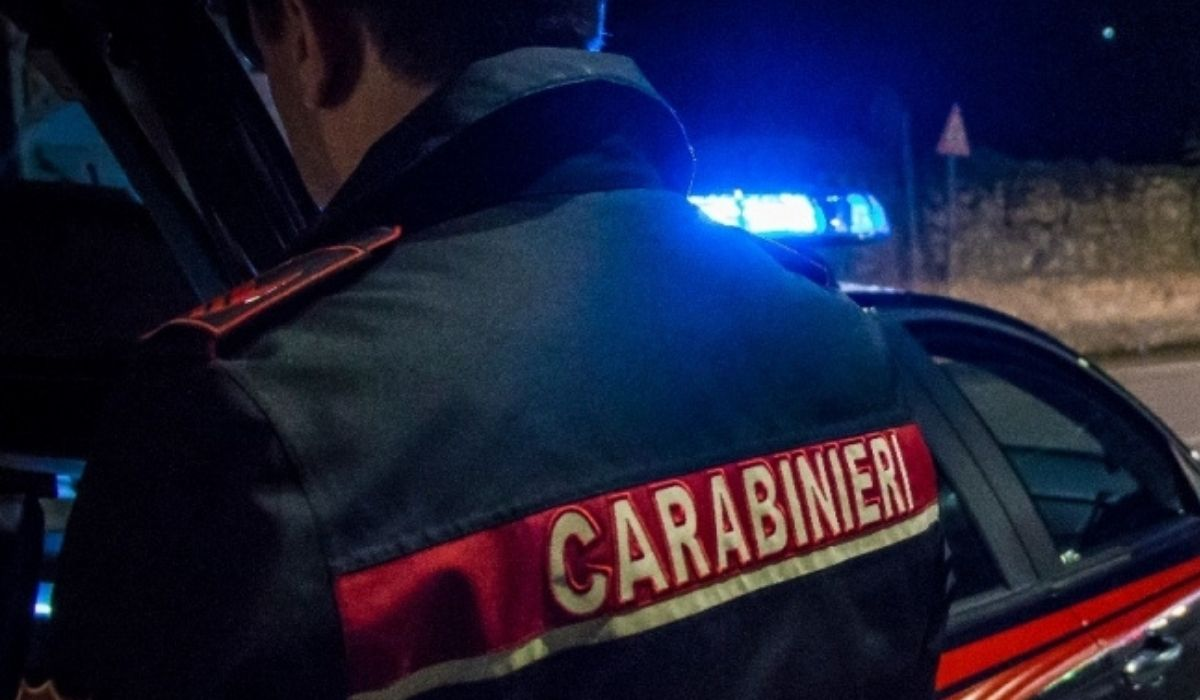 carabinieri-di-spalle
