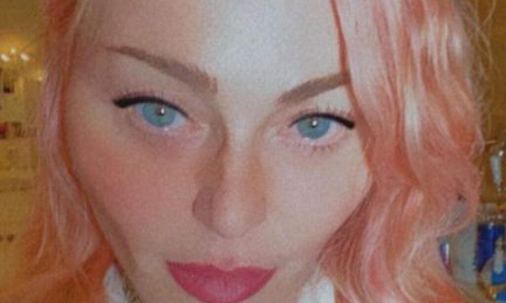 madonna-capelli-rosa