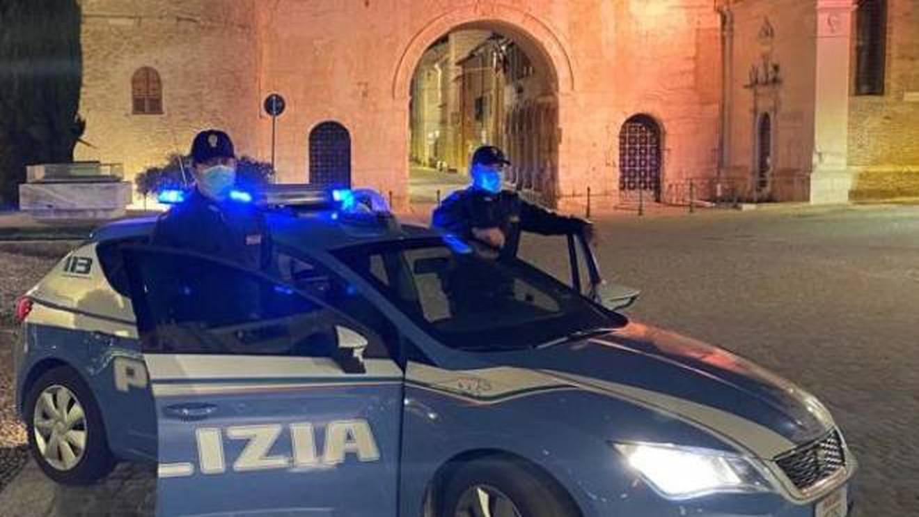 multa-400-euro-cammina-da-como-a-fano-polizia-sanziona