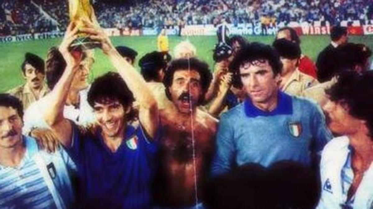 paolo-rossi-alza-coppa-del-mondo-italia-campione-1982