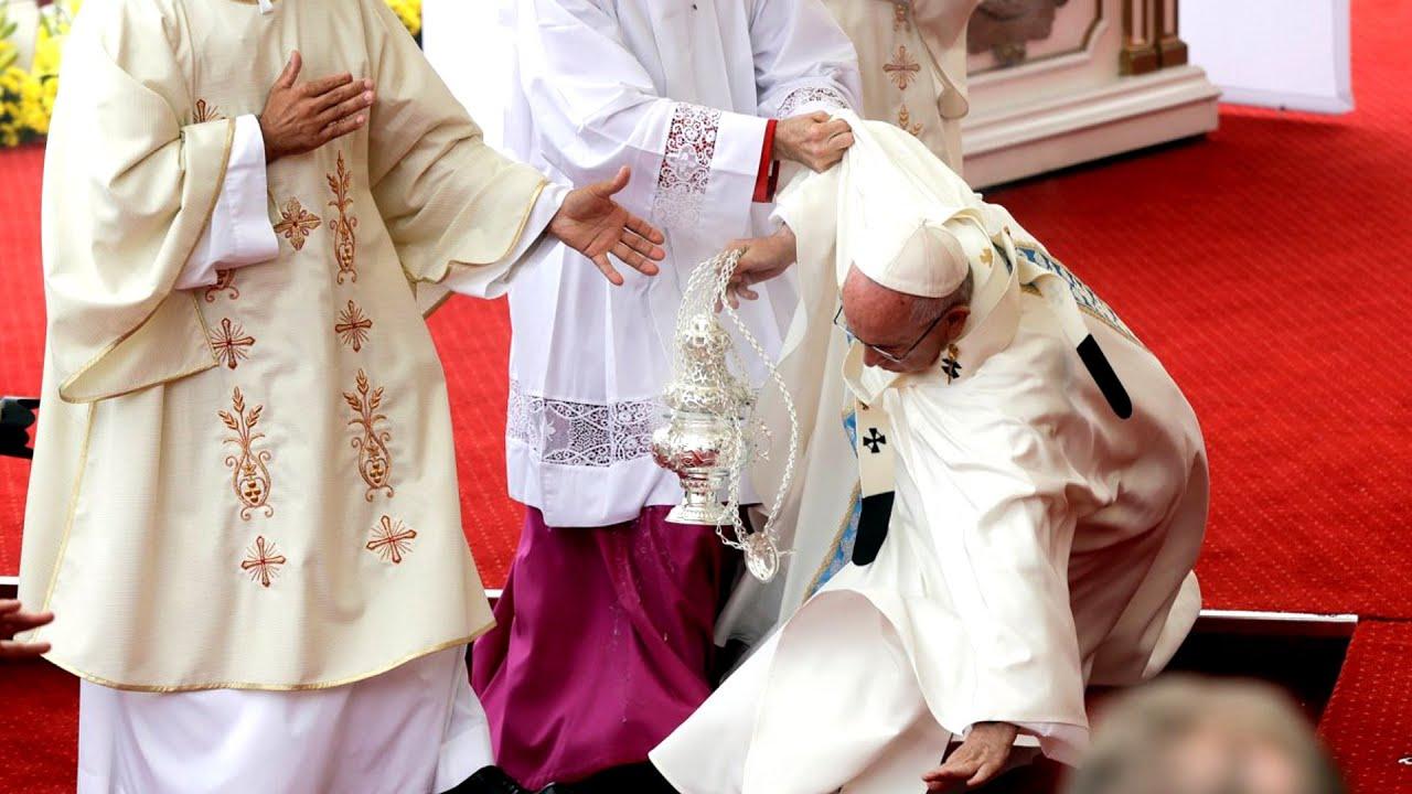 papa-francesco-caduto-forte-sciatalgia