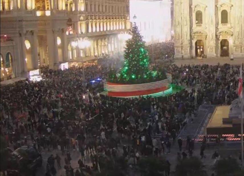 piazza-duomo-assembramenti-13-dicembre