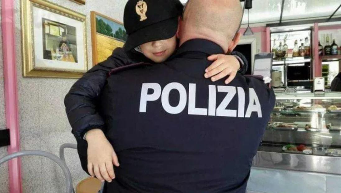 bimba-riconosce-poliziotto