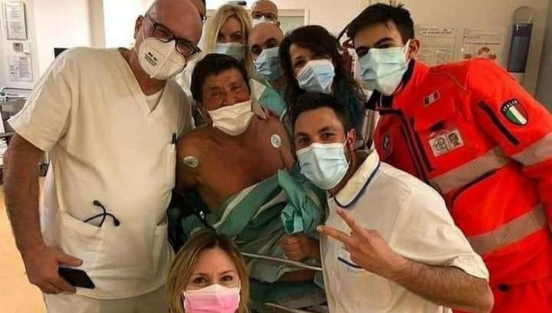 gianni-morandi-selfie-medici