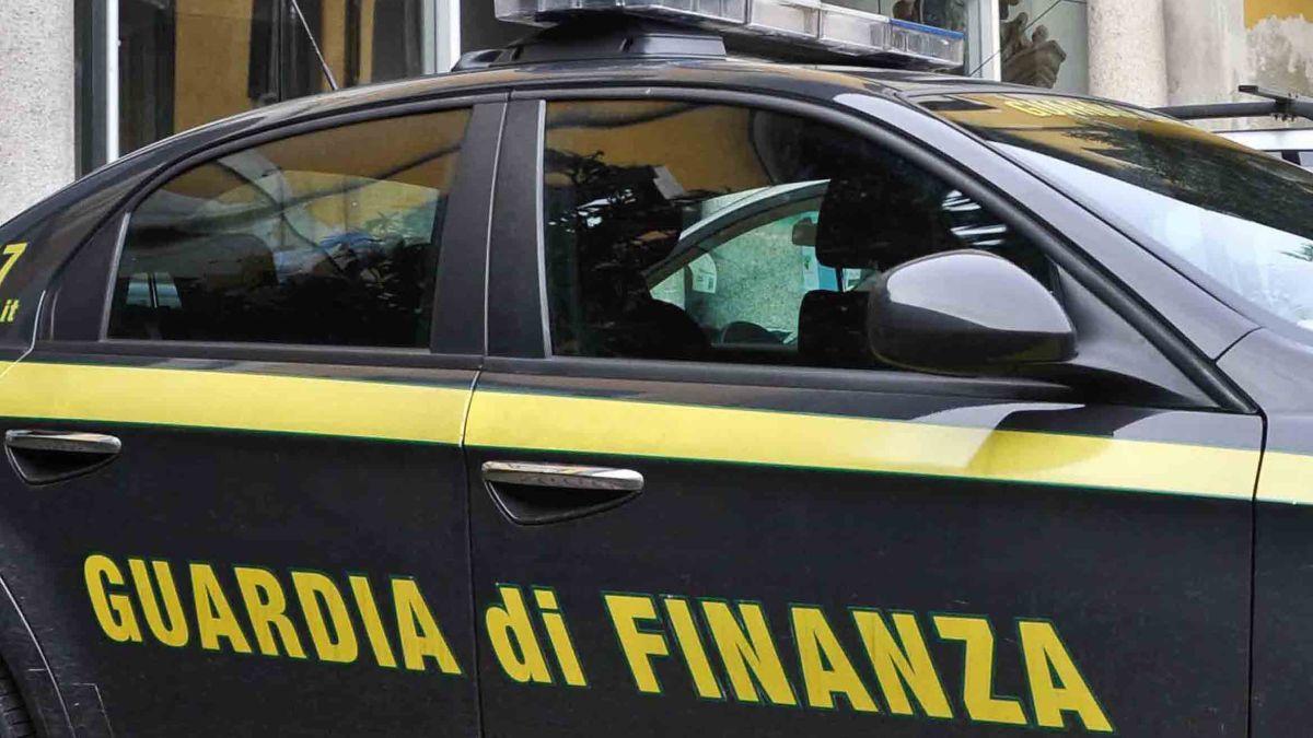 guardia-di-finanza-auto