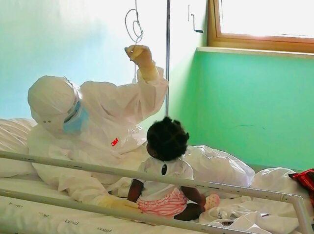 infermiera-galatina-bimba-5-mesi