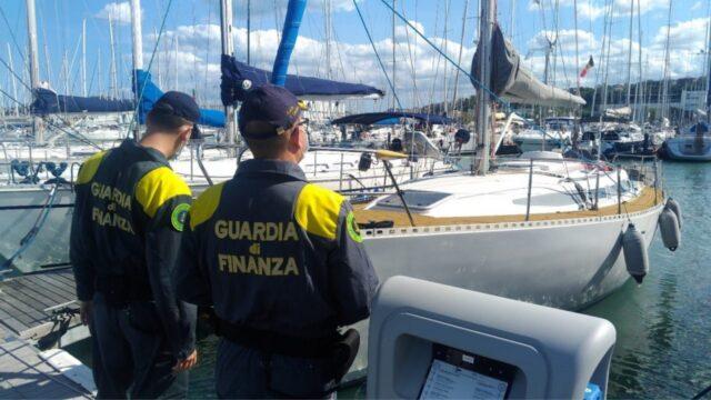 reddito-cittadinanza-ancona-barca-a-vela-guardia-finanza
