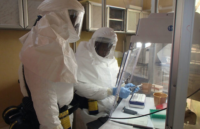 scienziati-coronavirus-laboratorio