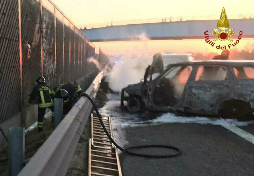 assalto-portavalori-modena-auto-incendiate
