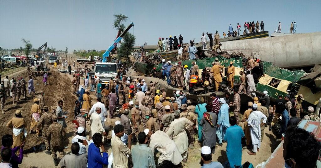 incidente-pakistan-treno-deragliato