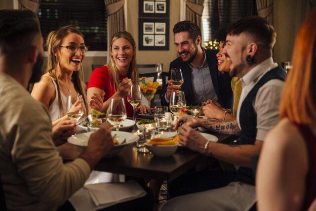 quanti-al-ristorante-persone-a-tavola