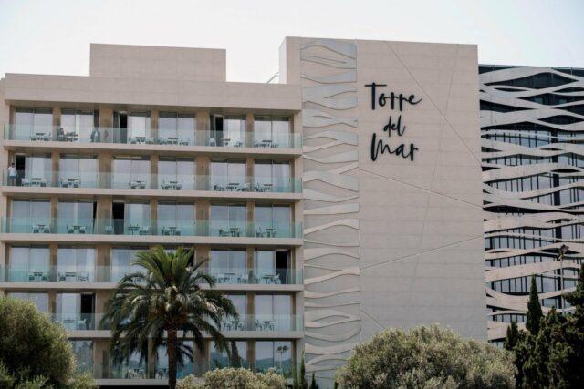 torre-del-mar-ibiza-hotel-coppia-morta