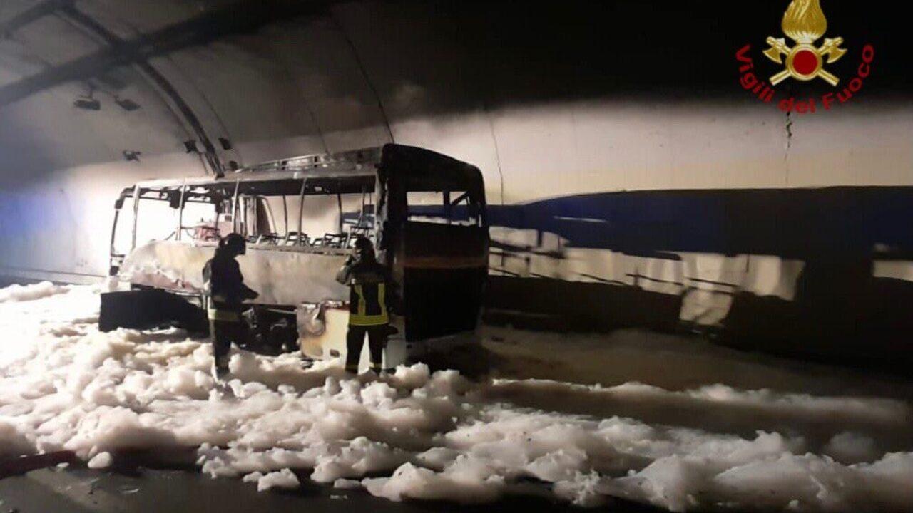 incidente-lecco-autobus-fiamme