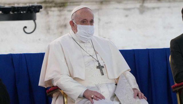 papa-francesco-oggi-mascherina