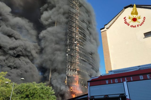incendio-palazzo-milano
