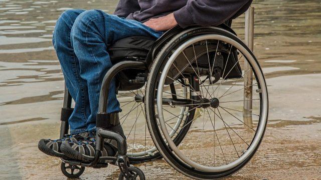 sedia-a-rotelle-disabile